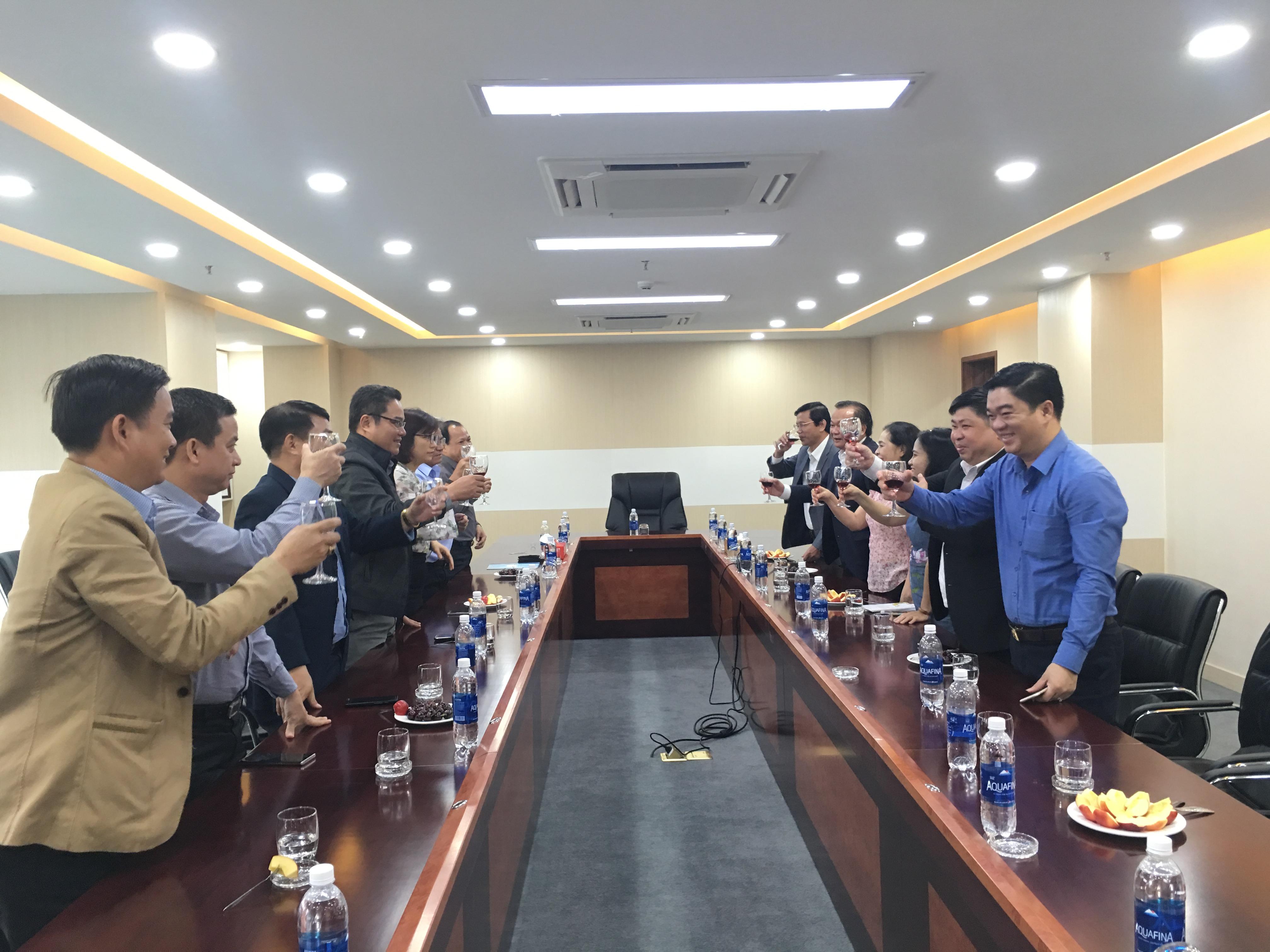 Lãnh đạo UBND Q. Hải CHâu - TP.ĐN đến thăm và chúc tết Công Ty CPĐT Đà Nẵng MIỀN TRUNG - DMT GROUP